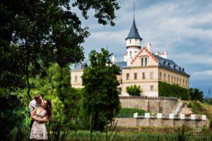 Předsvatební fotografie od fotografa Tomáše Drozda na zámku Raduň