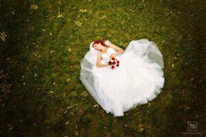 Svatební fotografie prstýnků ženicha a nevěsty od fotografa Tomáše Drozda