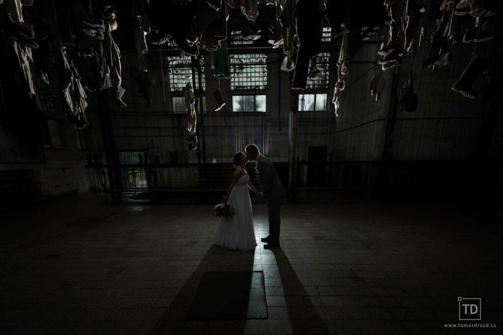 Svatební fotografie ženicha a nevěsty na Landeku od fotografa Tomáše Drozda