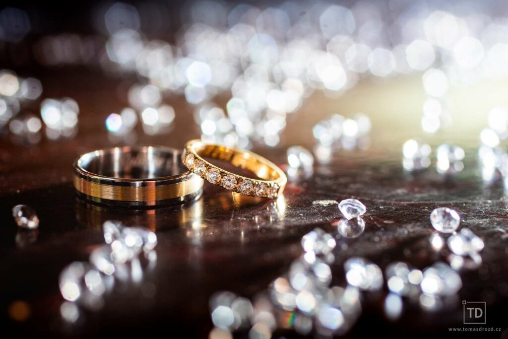 Svatební fotografie ženicha a nevěsty na zámku v Šilheřovicích od fotografa Tomáše Drozda
